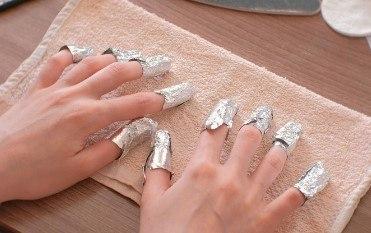 paso a paso quitar esmalte de gel de las uñas